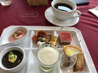 魅力なデザートの食べ放題の写真・画像素材[2290633]