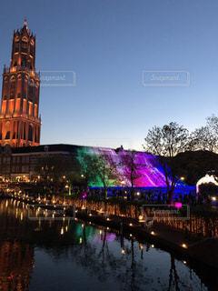川に映る夜景とカラフルなイルミネーションの写真・画像素材[2349493]