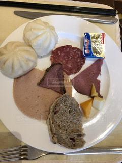 旅先の朝食の写真・画像素材[2490889]