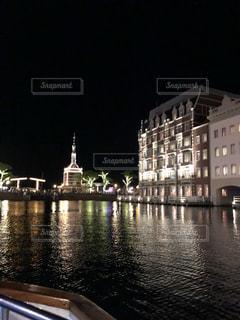 川に映るライトの写真・画像素材[2719547]