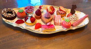 食べ物,ケーキ,屋内,プレゼント,デザート,テーブル,果物,皿,タルト,リラックス,甘い,甘味,おいしい,おうちカフェ,マフィン,おうち,菓子,ライフスタイル,ファストフード,スナック,イチゴ,ペストリー,おうち時間,いちご付くし
