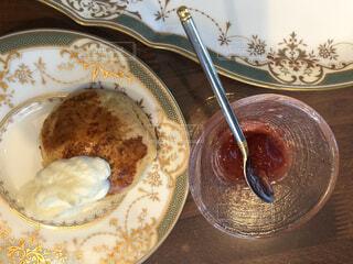 食べ物,デザート,テーブル,皿,スコーン,机,リラックス,甘い,おいしい,美味しい,おうちカフェ,手作り,おうち,ライフスタイル,おうち時間,手作りクリーム,家時間