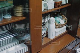 キッチン,白,棚,スタイリッシュ,食器棚,クール,シック,収納,スッキリ,アンバサダー,水筒,タケヤ,タケヤフラスク,タケヤフラスクトラベラー