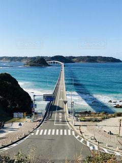 海にかかる橋の写真・画像素材[2329080]