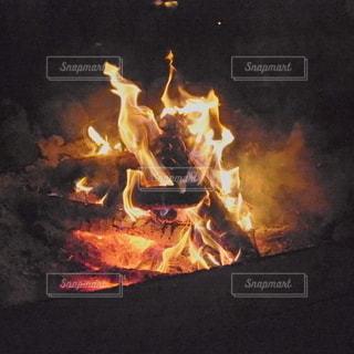 焚き火の写真・画像素材[2369806]