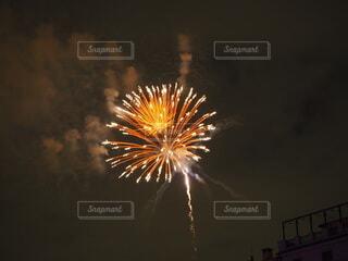 空の花火の写真・画像素材[3691693]