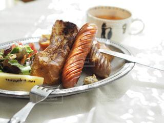 食べ物,朝食,ランチ,パン,フレンチトースト,皿,食器,モーニング,ソーセージ,ブランチ,付け合わせ,ジョンソンヴィル