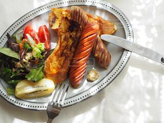 食べ物,朝食,ランチ,パン,フォーク,フレンチトースト,皿,食器,貝,おいしい,モーニング,ソーセージ,魚介類,ブランチ,レシピ,ファストフード,付け合わせ,ジョンソンヴィル