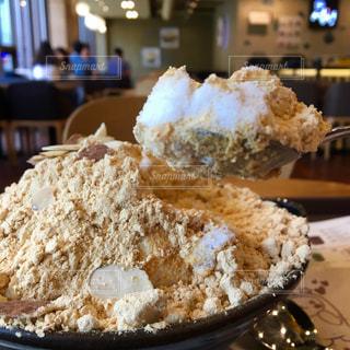 サラサラの氷とお餅が新食感のソルビンのかき氷の写真・画像素材[2276784]