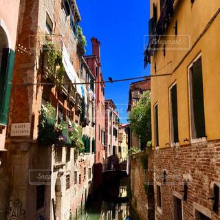 ヴェネツィアの路地裏の写真・画像素材[2279761]