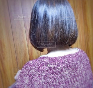 女性,1人,自撮り,屋内,後ろ姿,紫,セルフィー,人,ボブ,バックショット,カット,ショートボブ,散髪,ボブヘア,セルフショット,ばっさり,バッサリ
