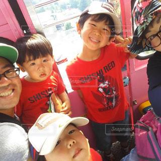 子ども,ファミリー,観覧車,少年,男の子,三兄弟,仲良し家族,自撮りショット