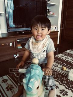 子ども,屋内,かわいい,人物,人,笑顔,赤ちゃん,幼児,フィルム,少年,男の子,若い,フィルム写真,木馬,フィルムフォト