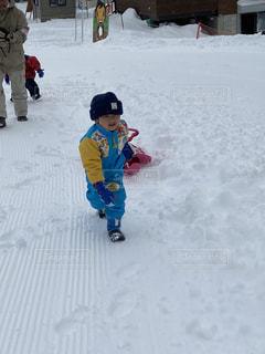 子ども,自然,アウトドア,スポーツ,雪,屋外,人物,幼児,ゲレンデ,レジャー,男の子,斜面,ソリ