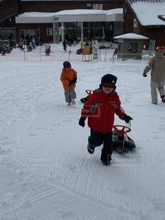 子ども,家族,2人,自然,アウトドア,スポーツ,雪,屋外,人物,幼児,ゲレンデ,レジャー,男の子,兄弟,ソリ