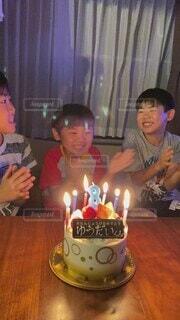 ケーキ,屋内,子供,誕生日,男の子,三兄弟