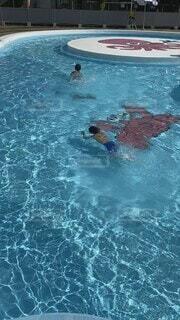 スポーツ,屋外,プール,水面,泳ぐ,子供,幼児,男の子,水泳,アクア,スイミング,スイミング プール