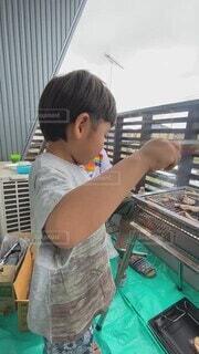 ベランダ,子供,人物,人,幼児,バーベキュー,少年,男の子,BBQ,焼き肉