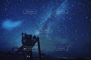 夜空のぼやけたイメージ星空星の写真・画像素材[3583455]