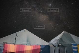 サハラ砂漠のグランピングで見た星空の写真・画像素材[2367722]