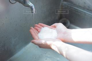 水,手,蛇口,ハンドソープ,泡,水道,バブル,石鹸,スキンケア,手洗い,もこもこ,ハンドケア,清潔,予防,殺菌,泡洗
