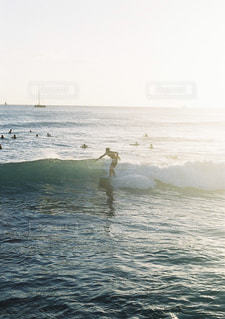 海,夏,夕日,屋外,海外,サーフィン,波,人物,ハワイ,フィルム,趣味,海外旅行,ホノルル,フィルムカメラ,フィルム写真,フォトジェニック,ハーフカメラ,インスタ映え,フィルムフォト,olympuspenFT