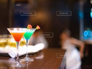 カップル,結婚式,グラス,カクテル,乾杯,バー,ドリンク,パーティー,お洒落,アルコール,新郎新婦,二次会