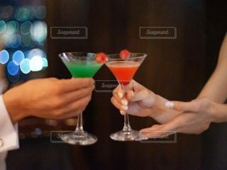 カップル,ネイル,手,結婚式,グラス,カクテル,乾杯,バー,ドリンク,パーティー,お洒落,アルコール,新郎新婦,二次会