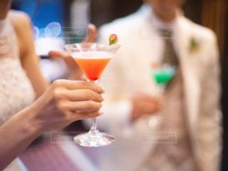 カップル,ネイル,手,結婚式,グラス,カクテル,乾杯,バー,ドリンク,パーティー,お洒落,アルコール,新郎新婦,ウェディング,二次会