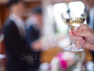 飲み物,手,結婚式,テーブル,人物,人,イベント,グラス,乾杯,披露宴,ドリンク,シャンパン,パーティー,手元