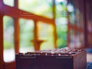 古民家の縁側に置かれた将棋の写真・画像素材[3097615]