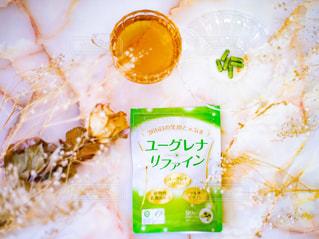 ユーグレナリファインとお茶とドライフラワーの写真・画像素材[3108319]