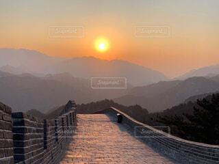 自然,風景,橋,海外,太陽,朝日,夕暮れ,世界遺産,アジア,山,道,旅行,正月,お正月,中国,日の出,万里の長城,新年,初日の出