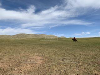 遊牧民と雲の写真・画像素材[2470871]