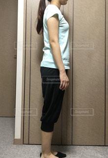 女性,室内,ダイエット,筋トレ,ビフォーアフター,姿勢,横姿,体の歪み