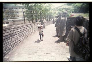 子ども,屋外,散歩,子供,女の子,人物,幼児,抱っこ,男の子,遊び場,兄妹