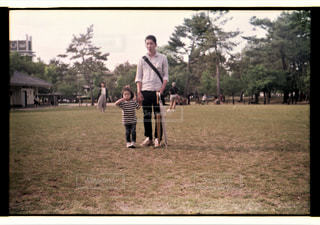 子ども,公園,屋外,散歩,子供,女の子,人,お出かけ,フィルム写真,父娘,成人男性,トイカメラ撮影