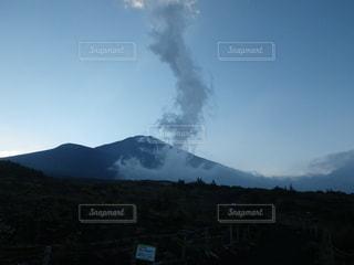 富士山御殿場口 上昇気流に霧散する雲の写真・画像素材[2285228]