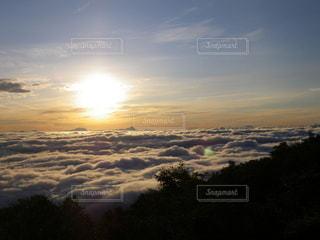 富士山吉田ルート 夜明けの雲海の写真・画像素材[2285234]