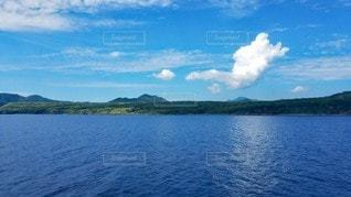 船から眺める島の写真・画像素材[2345324]