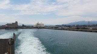 出港するフェリーの写真・画像素材[2345328]