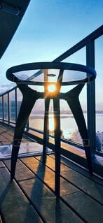 ベランダと朝日の海の写真・画像素材[4541678]