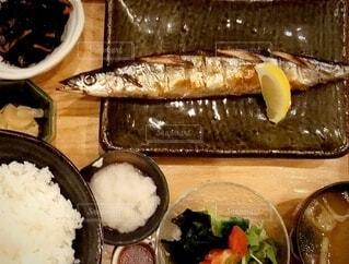 今夜の夕食は秋刀魚の大根おろし添えの写真・画像素材[4771798]