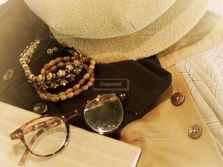 秋のファッション(トップス、スカート、帽子)の写真・画像素材[4791298]