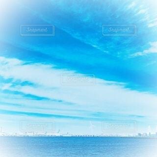 水平線と雲のグラデーションの写真・画像素材[4838578]