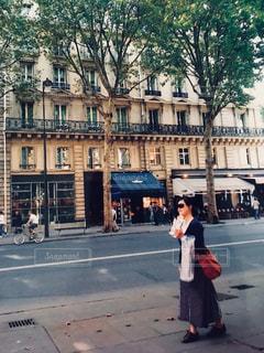 女性,晴れ,散歩,道路,旅行,フランス,パリ,パニーニ,Paris,食べ歩き,街歩き