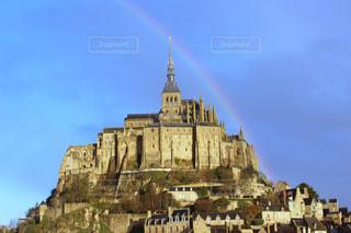 虹のかかったモンサンミッシェルの写真・画像素材[2631858]