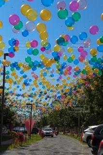 カラフルな風船の写真・画像素材[2592296]