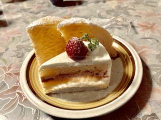 皿の上のケーキのクローズアップの写真・画像素材[2259522]