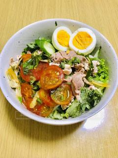 彩り新鮮野菜のサラダうどんの写真・画像素材[2342381]